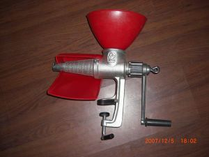 Cast Iron Electroplated Tin Tomato Juicer