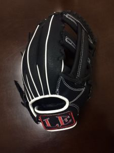 Professional Customized Black Baseball Glove (07) pictures & photos