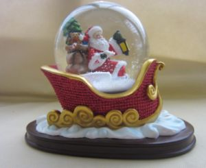 Poly Resin Christmas Sleigh Water Snow Globe pictures & photos