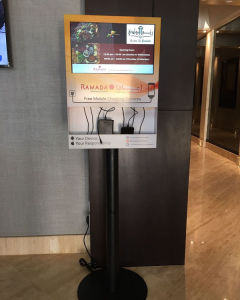 Digital Screen Mobile Phone Charging Stations With 18 5 Tablet