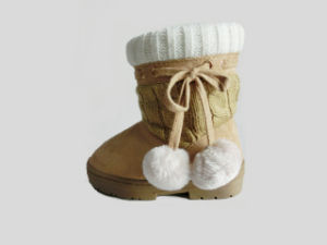 2017 Kids Lovely Warm Soft Outdoor Snow Knitted Boots with Balls pictures & photos