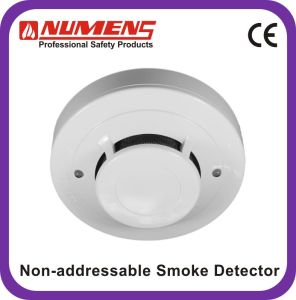 4-Wire, Conventional Smoke Detector with Relay Output, Smoke Alarm (403-008) pictures & photos