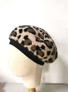 Women′s Winter Fashion Beret Hat with Leopard Jacquard