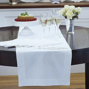 White Hotel Table Runner (DPFR80129) pictures & photos