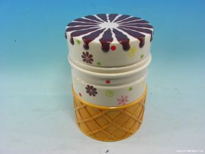 OEM Ceramic Cake Shaped Candy Cookie Jar for Kids pictures & photos