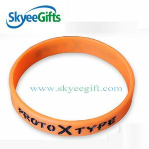2017 New Design 1/2inch Cheap Custom Any Color Silicone Wristbands pictures & photos