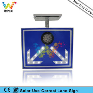 China Supplier Solar Use Correct Lane Traffic Signal Sign pictures & photos