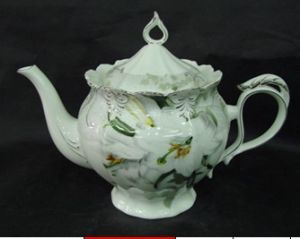 New Bone China Teapot with Golden Decal pictures & photos