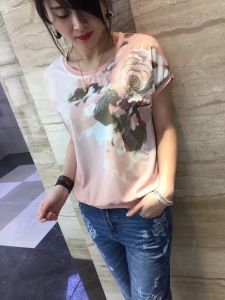 Summer Latest Fashion Pink Flower Embroidered Gold Line Women T-Shirt pictures & photos