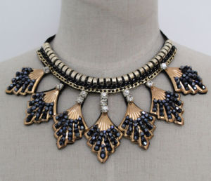 Lady Fashion Charm Crystal Costume Jewelry Collar Necklace (JE0165) pictures & photos