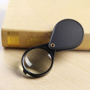 Pocket Magnifier for Low Vision People Reading pictures & photos