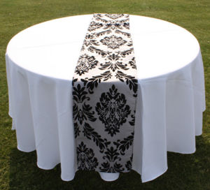 Merveilleux White Table Cloth With Flocking Damask Table Runner