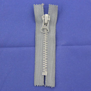 Long Chain Metal Silver Teeth Zipper for Garments 7040 pictures & photos