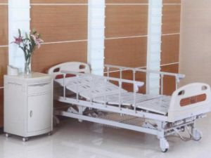 Hospital Furniture, Three Cranks Manual Medical Bed (XH-B-8) pictures & photos
