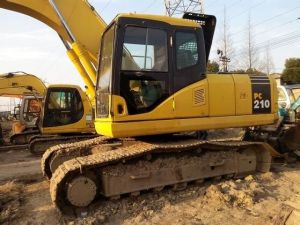 Used Komatsu PC210-7 PC220-7 PC200-7 Crawler Excavator pictures & photos