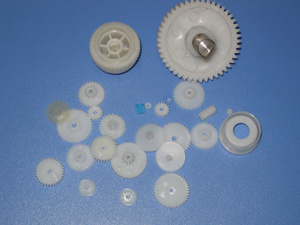 Plastic Gear/ Plastic Injection Planetery Cylindrical Spur Pinion Transmission Gear pictures & photos