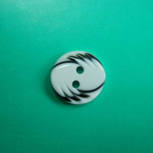 2 Holes New Design Polyester Button (S-018) pictures & photos