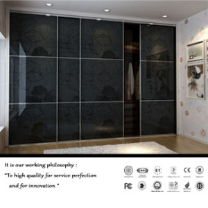 Black High Glossy Sliding Door Wardrobe (FY5697) pictures & photos