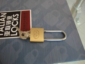 China Top Security Cheap Simple Brass Padlock Long Shackle