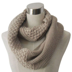 Lady Fashion Acrylic Knitted Infinity Scarf (YKY4180) pictures & photos
