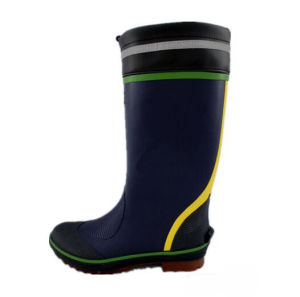 High Quality Fashion Style Men′s Safety Rubber Rain Boot pictures & photos