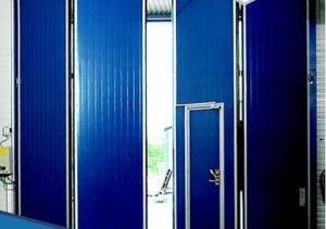 China Folding Door for Industrial Use/ Commercial Use Folding Door ...