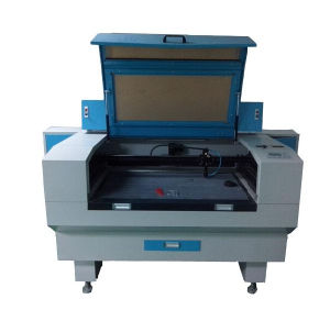 High Precision Laser Machine Equipped with CCD Camera Auto-Feeding Garment Fabric Laser Cutting Machine pictures & photos