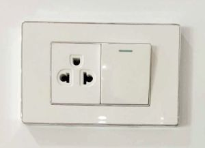 South America 1 Gang 3 Pin Switched Socket pictures & photos