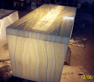Translucent Honey Wood Vein Onyx Table Top