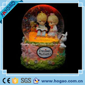 Polyresin Lover Water Snow Globe with LED Light (HGS89) pictures & photos
