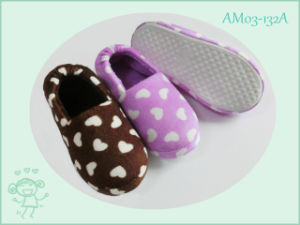 Warm Cute Soft Children′s Shoes Indoor Home Slipper for Winter pictures & photos