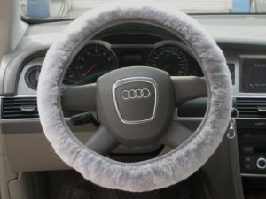Short Wool Universal Fit Sheepskin Car Steering Wheel Cover pictures & photos