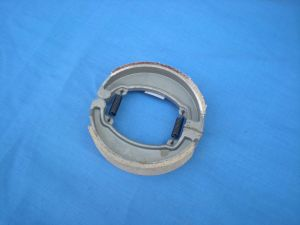 Motorcycle Brake Shoes/Cg125/Dy100/Ax100 pictures & photos