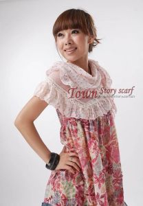 Lady′s Pastorale Triangular Woven Lace Scarf