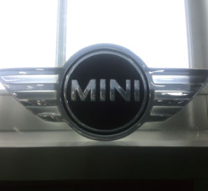 Multiple Size Custom Acrylic&ABS Material LED Lighted Car Logo pictures & photos