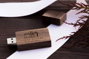 Wedding Gift Photography USB 2.0/3.0 Wood USB Flash Drive 4GB pictures & photos