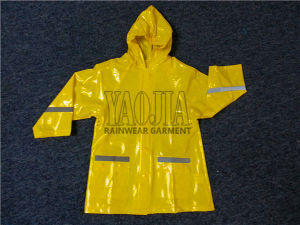 Kids Comfortable and Functional Rain Jacket pictures & photos