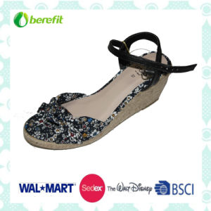 Canvas Upper with Flower, Women′s Sandals pictures & photos
