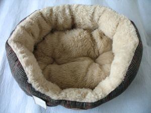 Pet Bed Fleece Soft Dog Bed pictures & photos