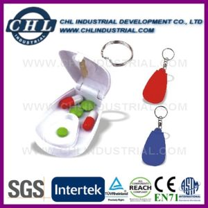 Logo Customzied Transparent Plastic Pill Box Splitter with Keychain pictures & photos