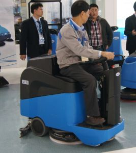 Small Cleaning Machine Ce Ride-on Scrubber Dryer Economic pictures & photos