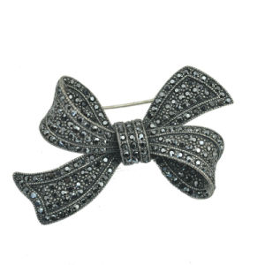 Zinc Alloy Rhinestone Antique Silver Bow Brooch Jewelry pictures & photos