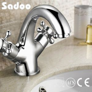 Dual Hand Wheel Brass Basin Faucet (SD-31) pictures & photos