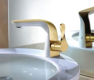 Luxury Single Lever Basin Faucet (DH31) pictures & photos
