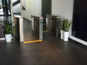 Electronic Turnstile Barrier with Barcode Control pictures & photos