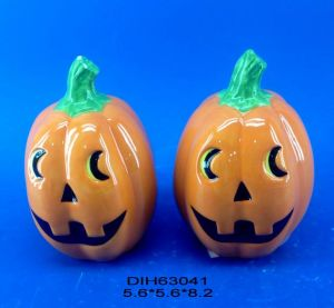 Halloween Decorative Pumpkin Salt and Pepper Shakers Set