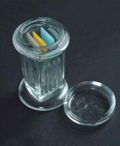 Glass Made Slide Staining Jar with CE & ISO pictures & photos