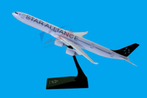 A340-600 Scale 1: 200 ABS Material Plane Model pictures & photos