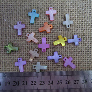 Small Colorful Mother of Pearl Cross, Shell Cross Charms pictures & photos
