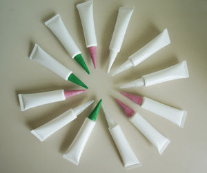 Smail Plastic Tube/ Essence Tube pictures & photos